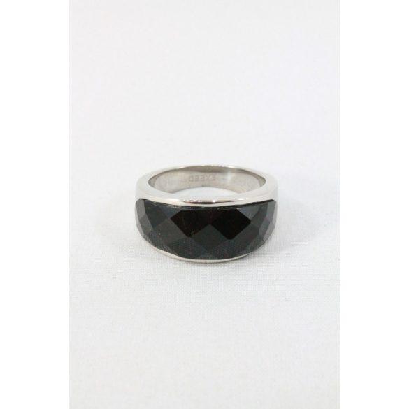 Nemesacél fekete fazettált köves gyűrű 10mm