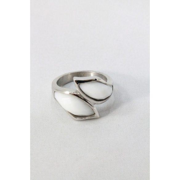 Nemesacél fehér szirom fazettált köves gyűrű