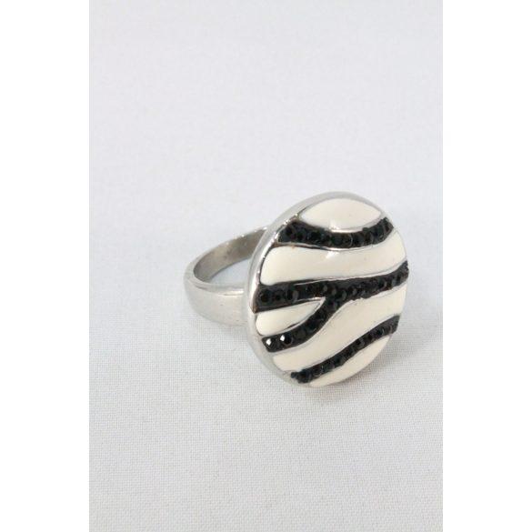 Nemesacél fehér-fekete sávozott kristályos gyűrű